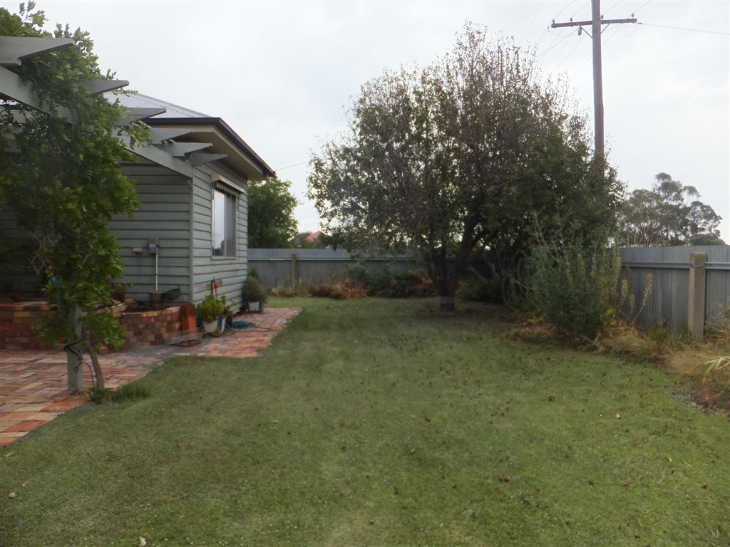 32 Corack Road, Donald - Private front yard(property is accessed from rear)