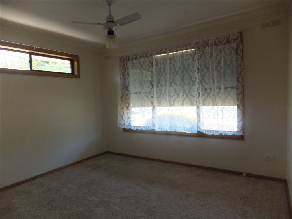 Main bedroom with ceiling fan & built-in robes
