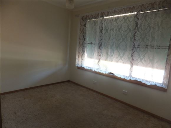 Second Bedroom with ceiling fan