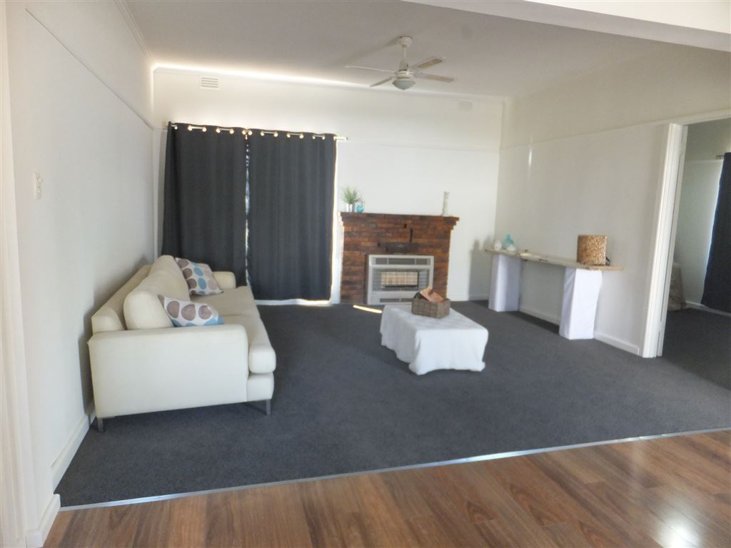Large open plan lounge/dining & kitchen area
