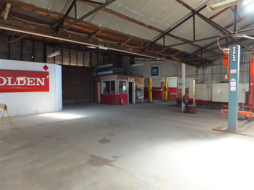 Enormous workshop floor, fully concreted with full power connected