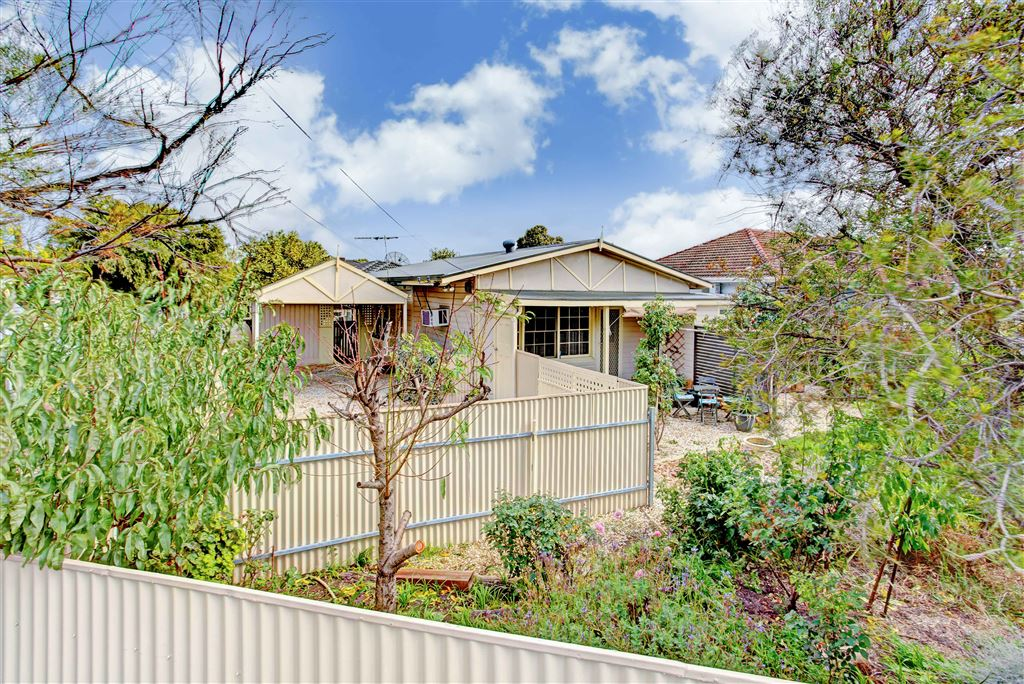 Under Contract By Carlo Peluso 0414427680