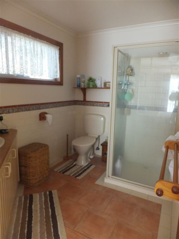Large en-suite with fully tiled surrounds