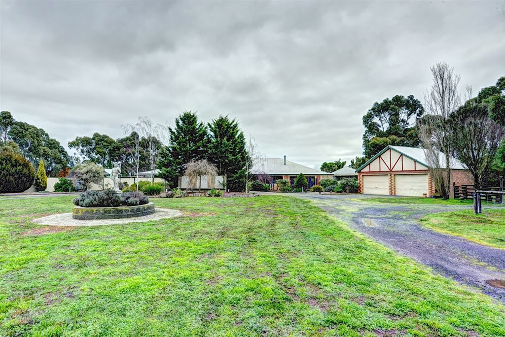 Simply Divine Country Style Horse Facility - 25 Acres