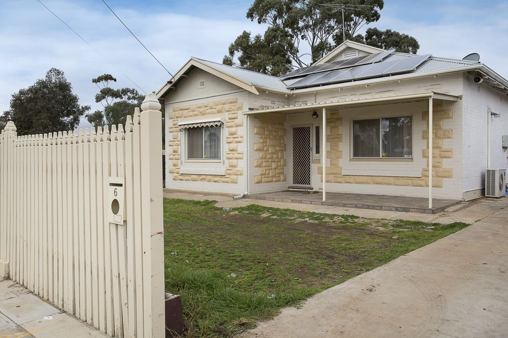 Renovated Stone Fronted Bungalow with Easy Care Allotment