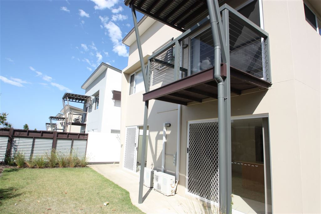 Harcourts Coomera - back yard/property