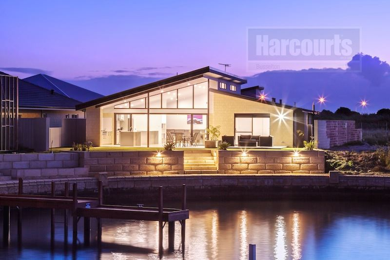 Exquisite Canal Living With Forever Views