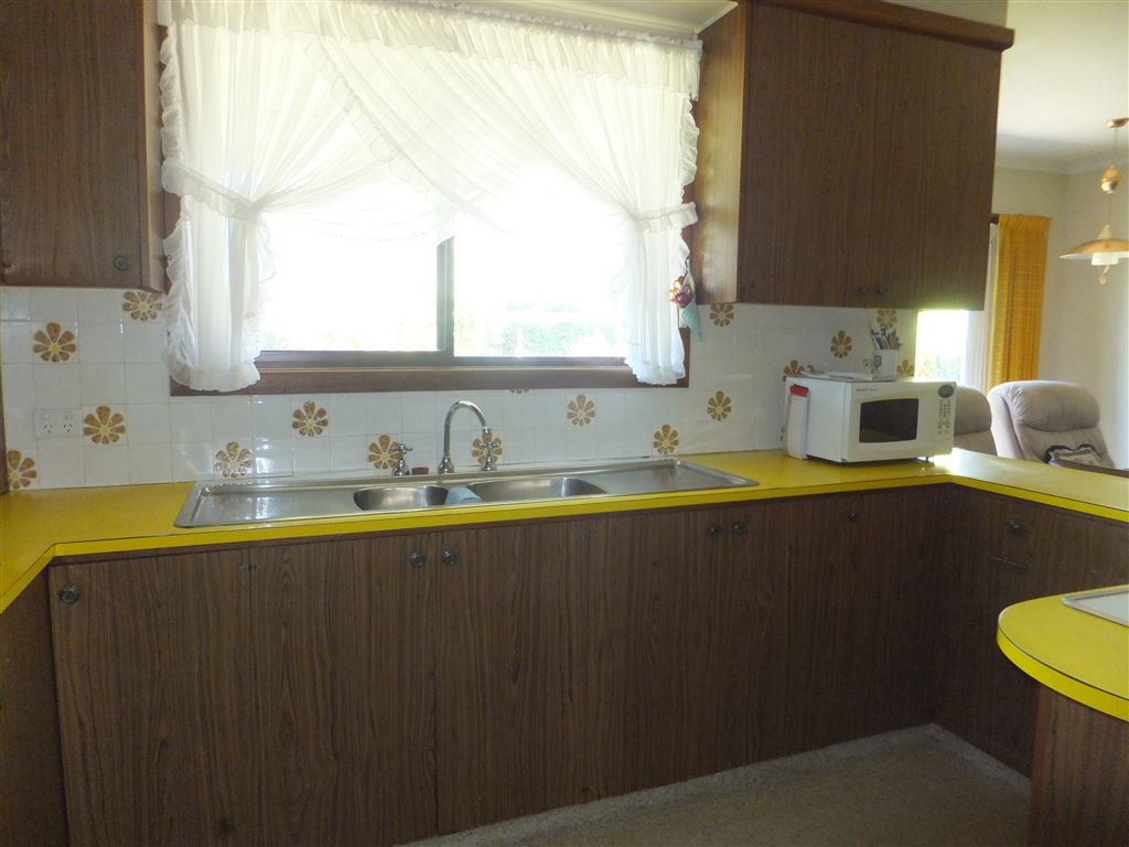 Kitchen with window overlooking back garden, double sink & in-sink-aerator, breakfast bar, loads of cupboard space and pantry