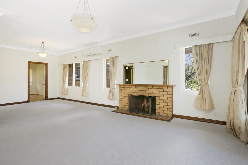 4 Bedroom Cavity Brick Charmer! Space For Everyone!