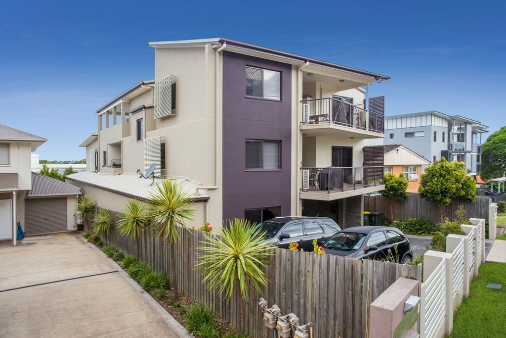 Kedron - Near New Unit in the Perfect Location