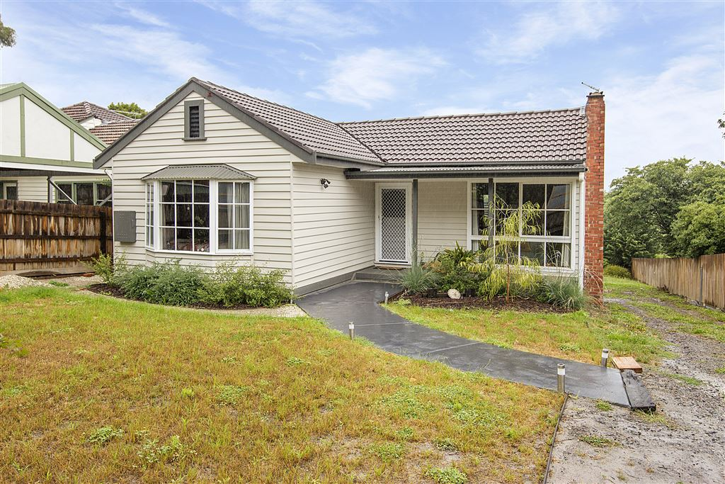 Charming home on easy care block!