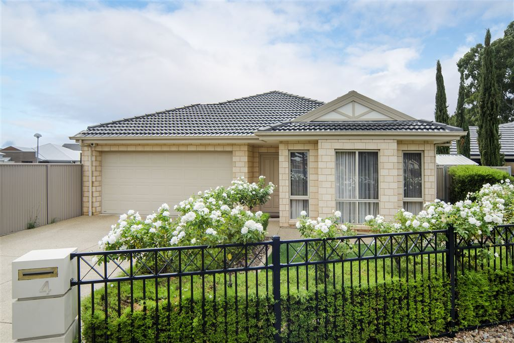 Family home to be enjoyed! Auction guide $490,000