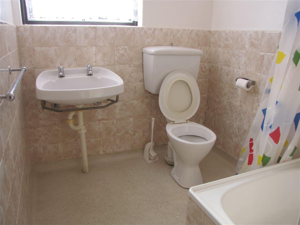 bathroom with shower over bath + toilet