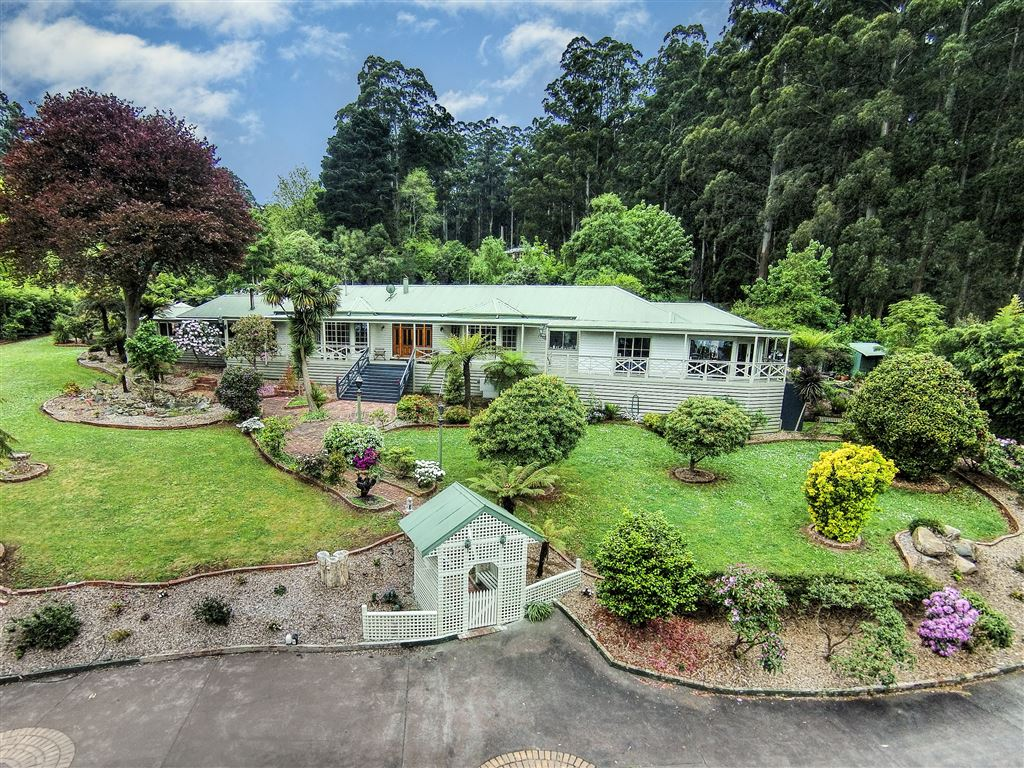 Your Own Private World on 3 Acres!