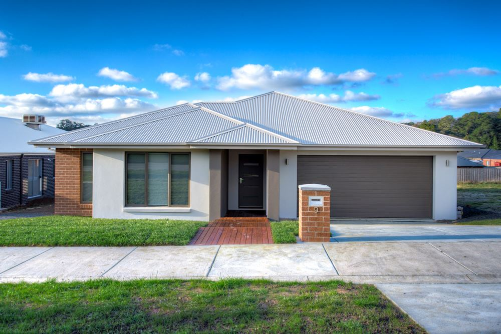 Brand New Family Home Offers Views, Lifestyle & Serenity!