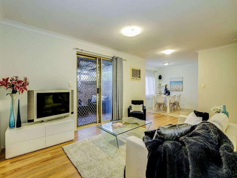 3 Bedroom Gem, Location ++    Must be Sold!!