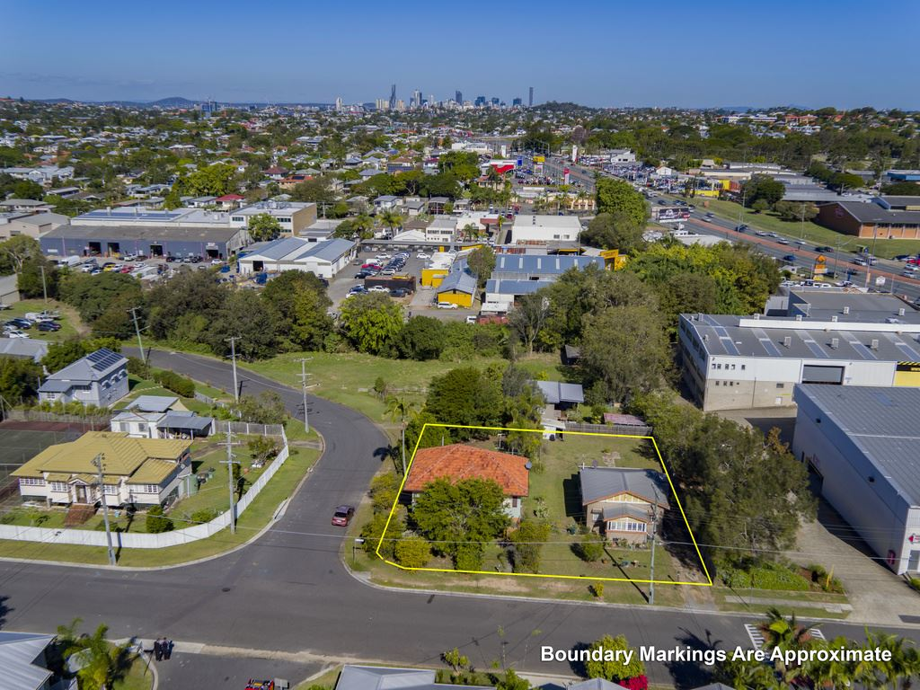 Kedron - Auction 1214m2 with 2 Homes