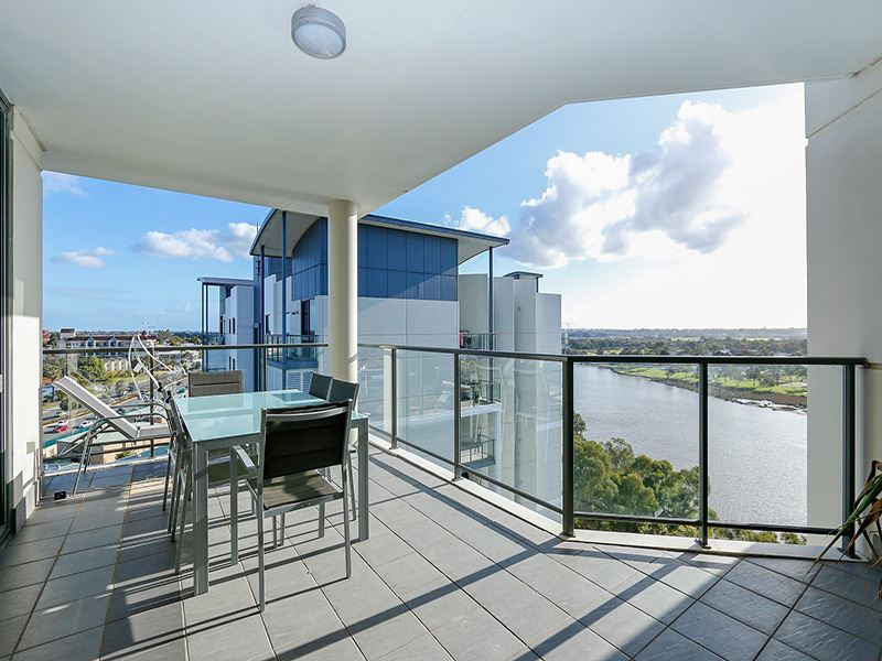 Luxurious Penthouse with River Views