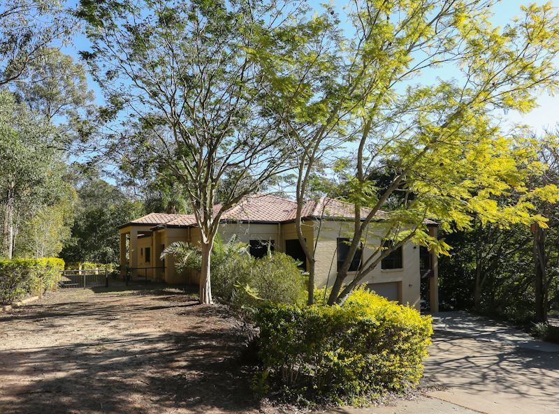 Executive Home on Prime Acreage in Buccan