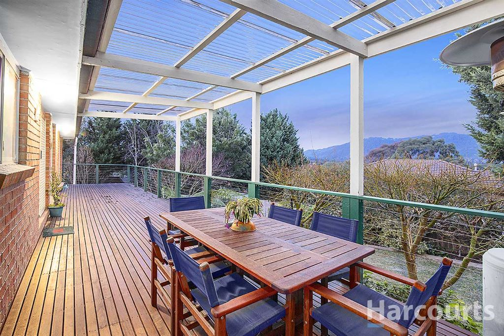 Court Location with Mountain Views!