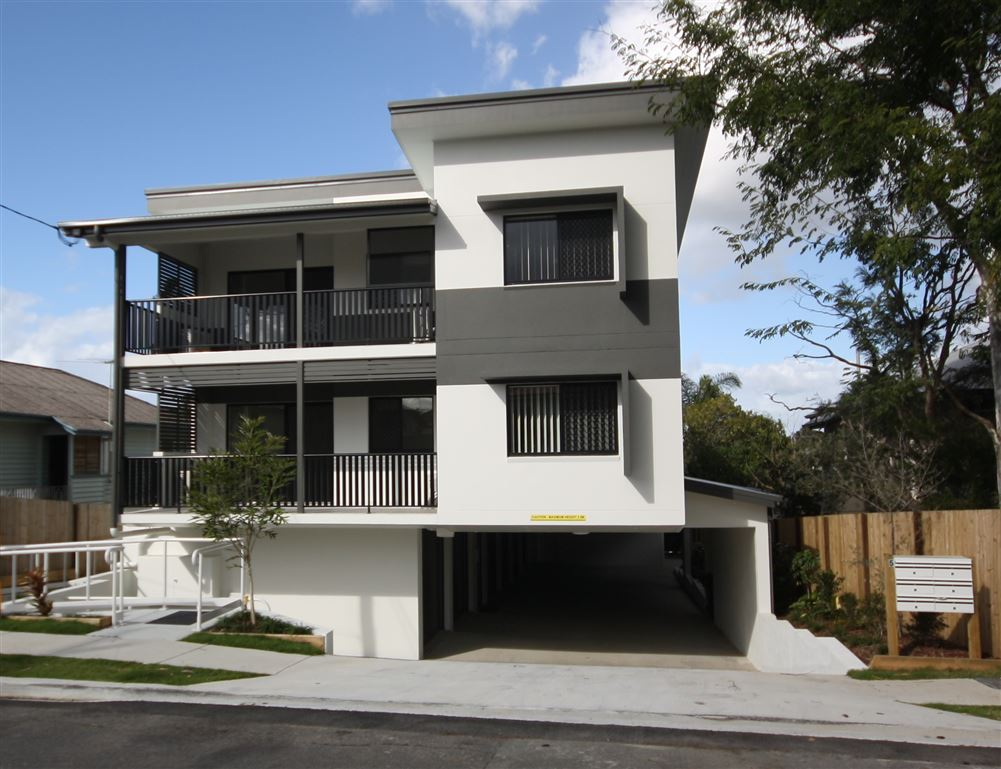 Chermside - First Floor Unit - Large Living Area