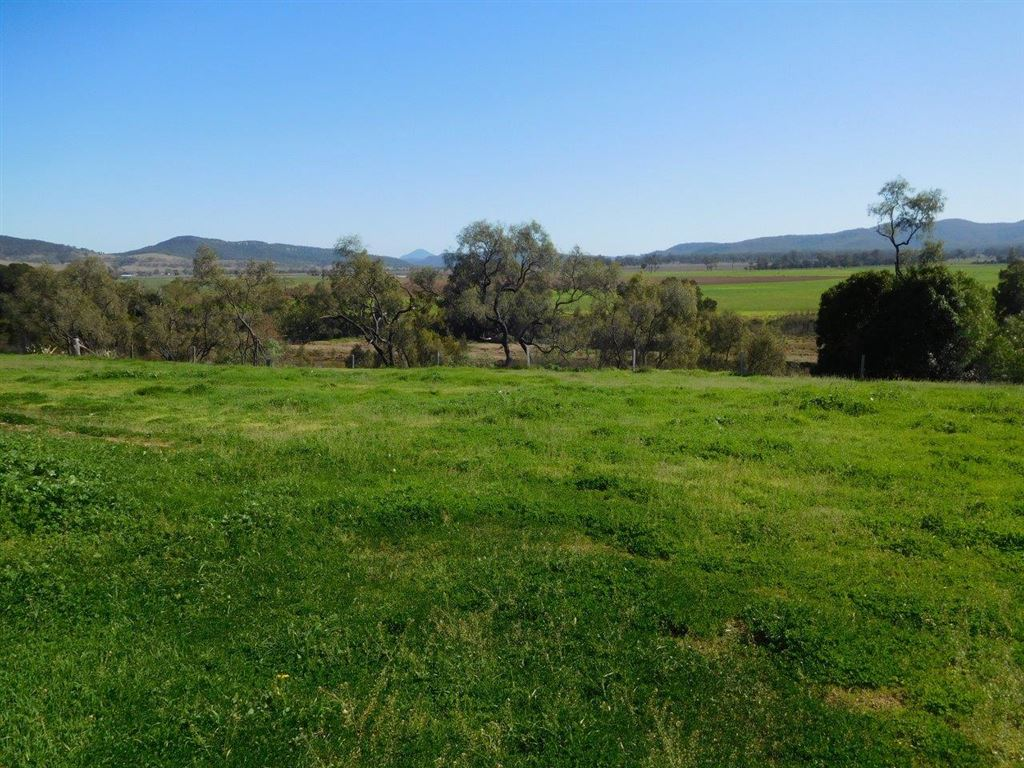 164 acres with water and infrastructure, near Denman