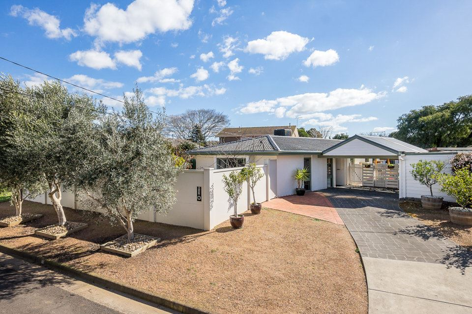 Exceptional Home on the South Side, 1.9km to the Station