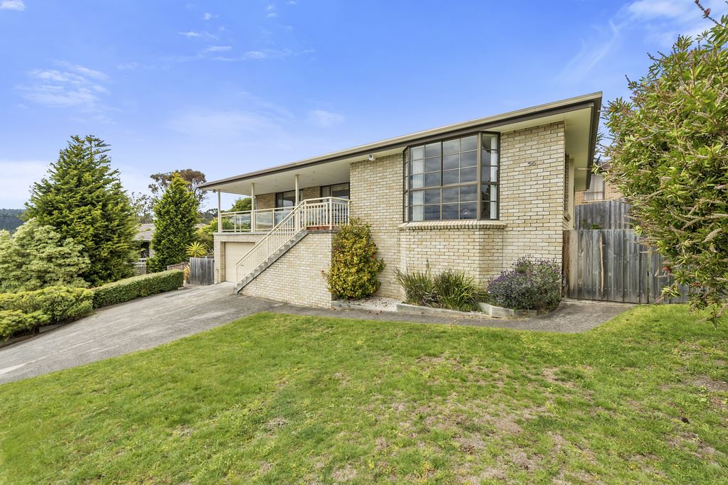 Beautiful Family Home in Prestige Location and Street!