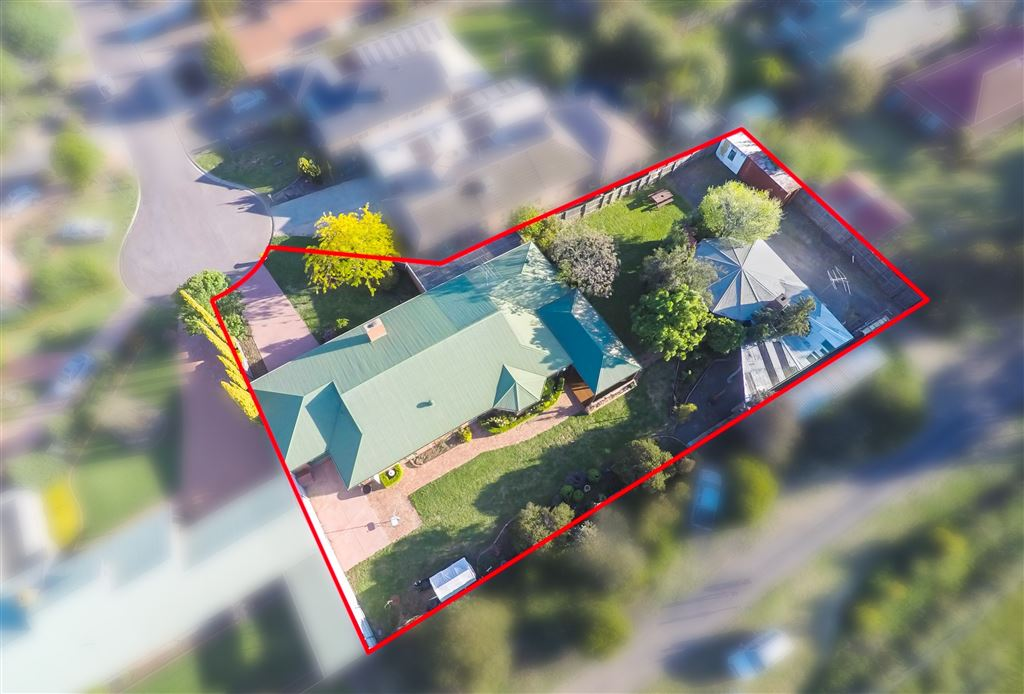This Property will tick all boxes, 1623m2 land