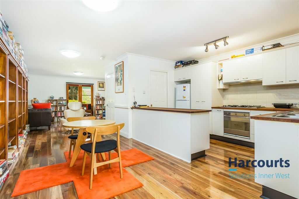 Sophisticated Living in Popular Location