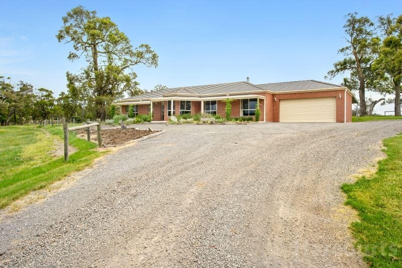 Fantastic Family Living on 5 Acres at Popular Haddon