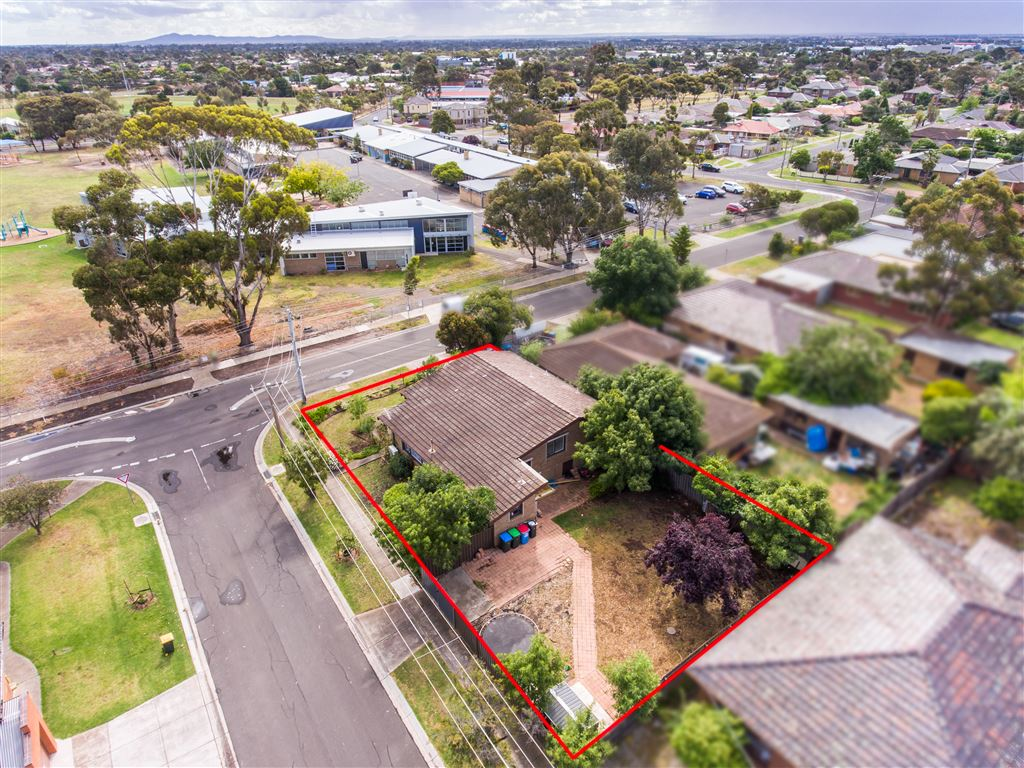 Superb location with potential Sub-Division (STCA) - Must Go