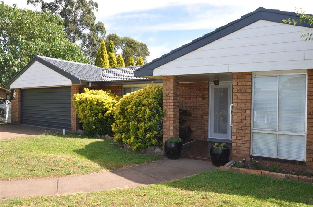 Renovated family home - just move in and enjoy!