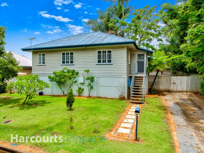 Potential Plus!! 810m2 on Two Lots!!