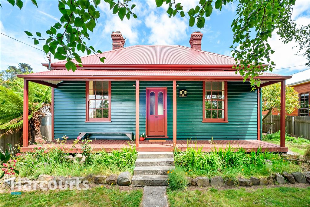 1895 charm in the heart of Cygnet