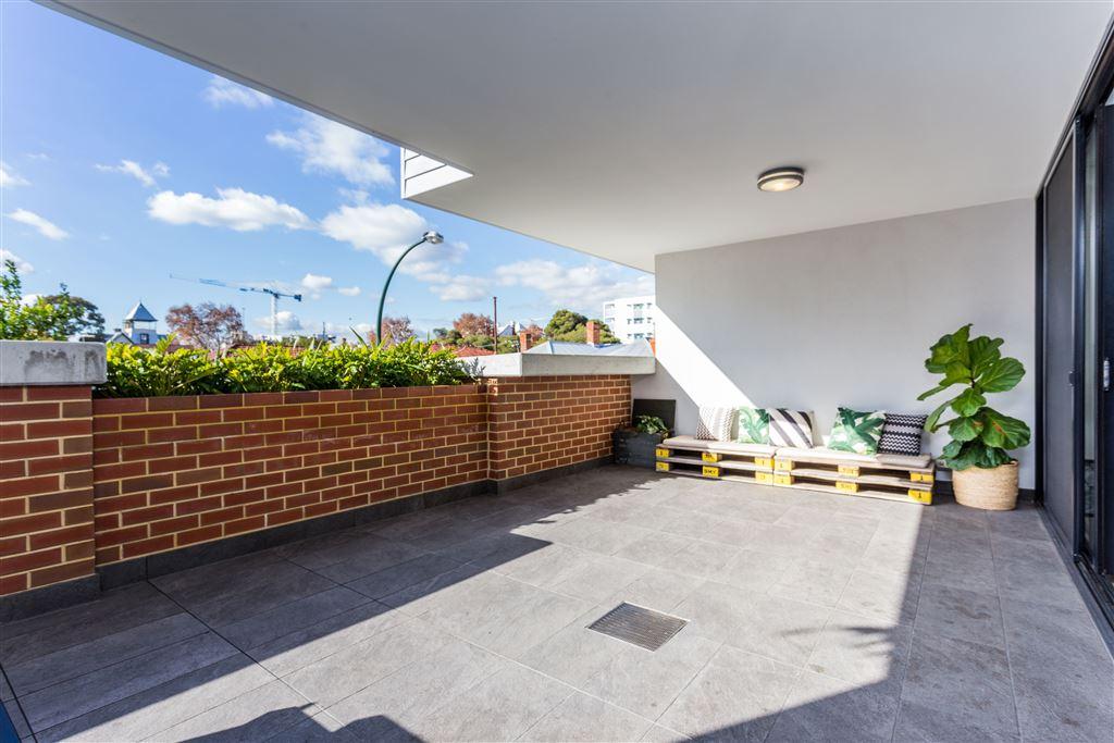 Unique dual level apartment with a huge 32sqm terrace