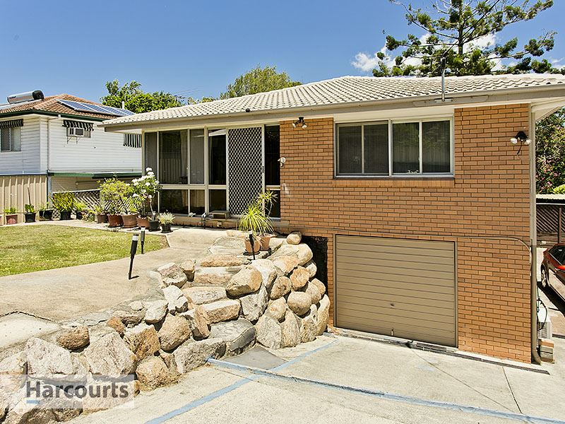 Spacious home within walking distance to Arana Hills Plaza