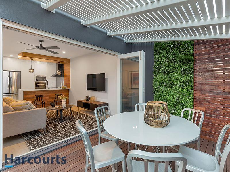 Luxury ground floor unit with courtyard