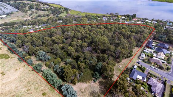 5.733ha - River Views - Subdividable!