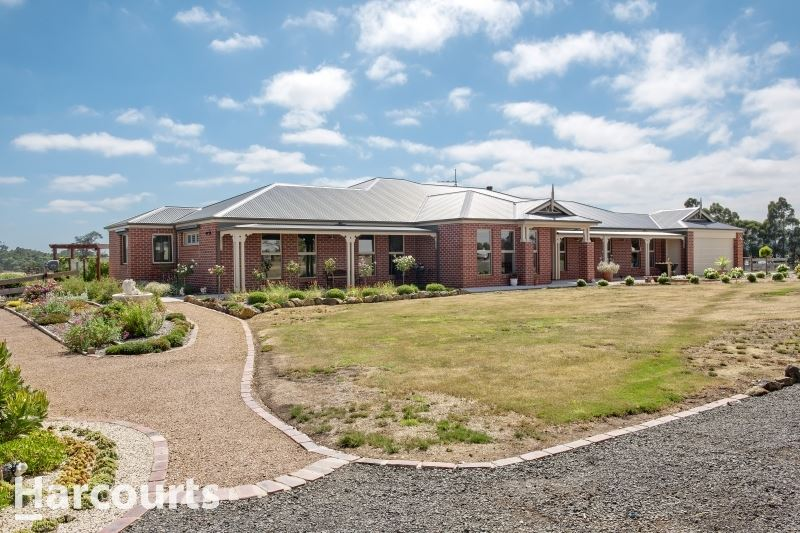 Luxurious Living on Picturesque 16 Acres at Ross Creek