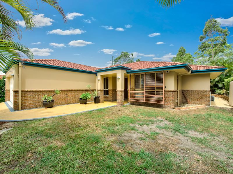 MUST SEE Modern Lowset Home !!