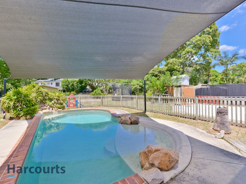 Great Family Home with Pool, Solar & Air-cons!