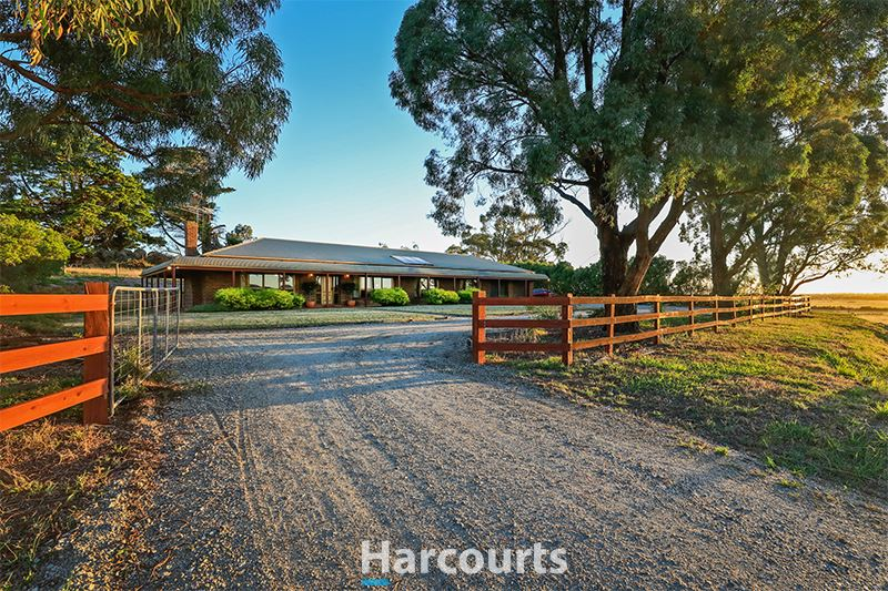 Traditional Country Living on 2.3 approx. acres