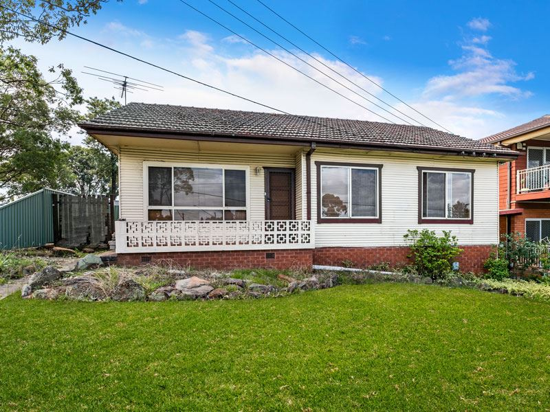 Dual Street Frontage! An excellent investment!