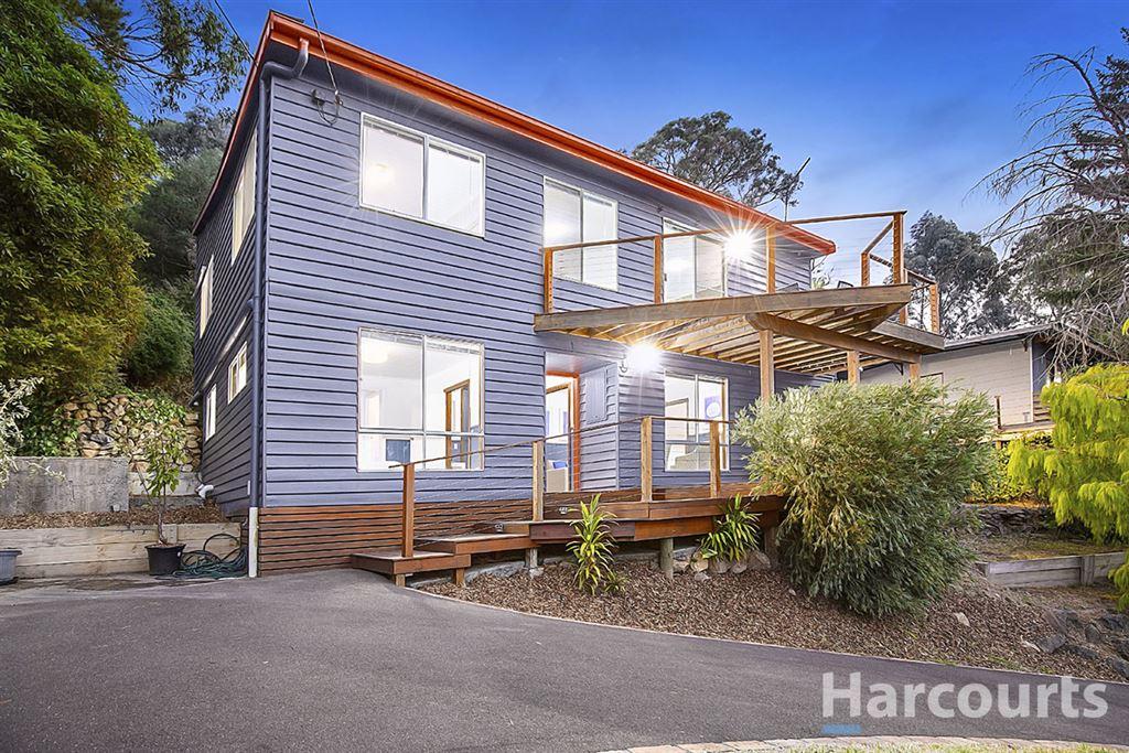 Half Acre Lifestyle Property!