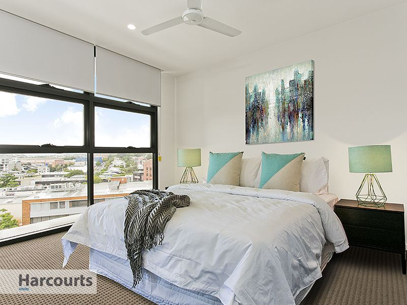 Spacious Two Bedroom In The Heart Of It All