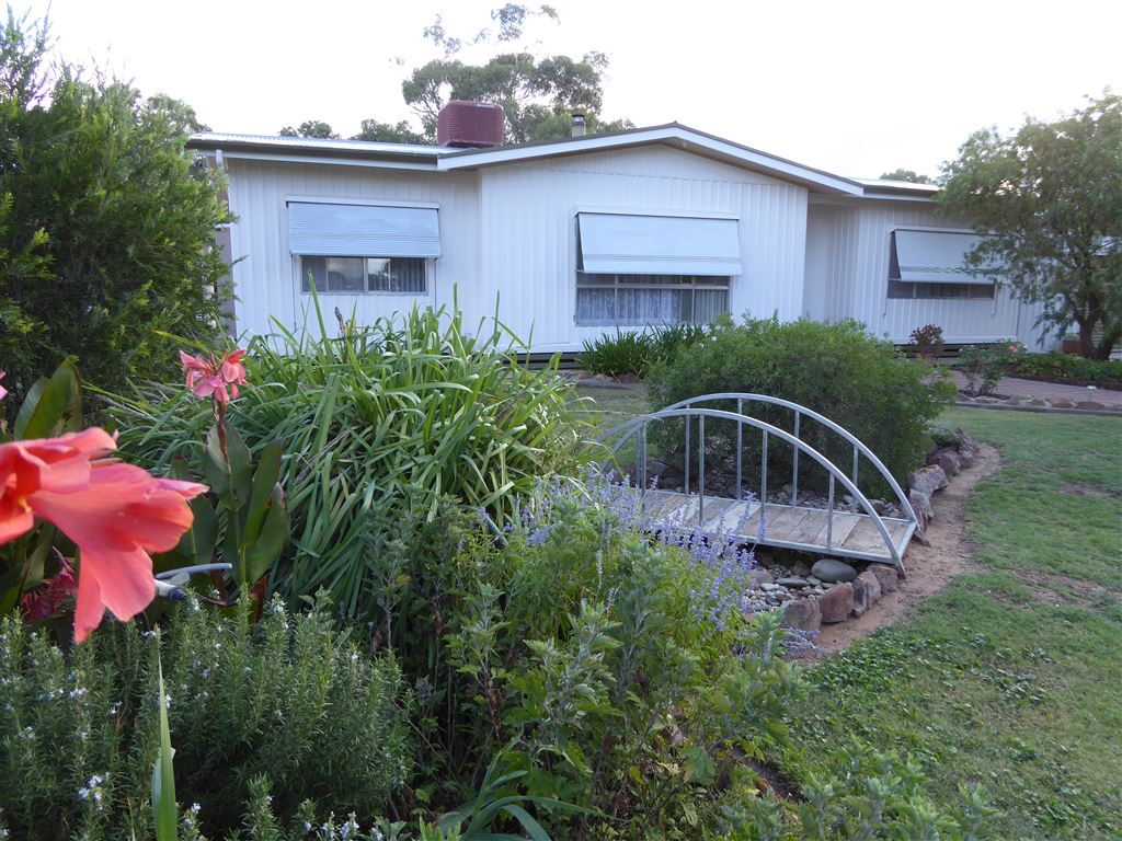 30 Acre Lifestyle Property on the Billabong Creek.