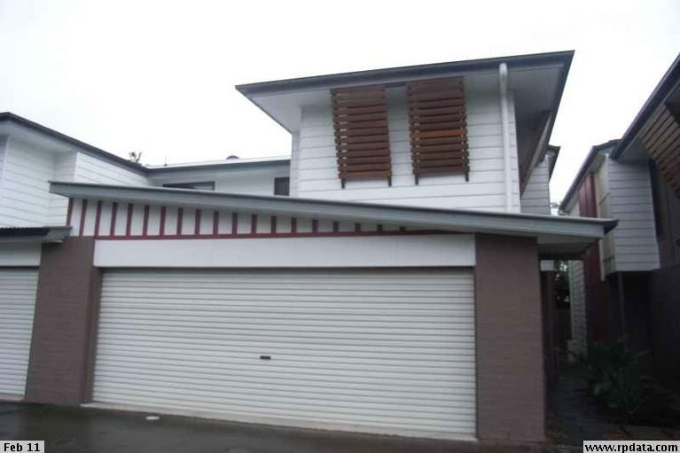 Unique 4 bedroom townhouse with double lock-up garage