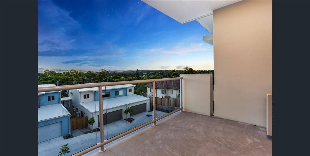 Huge Top Floor Apartment with Views