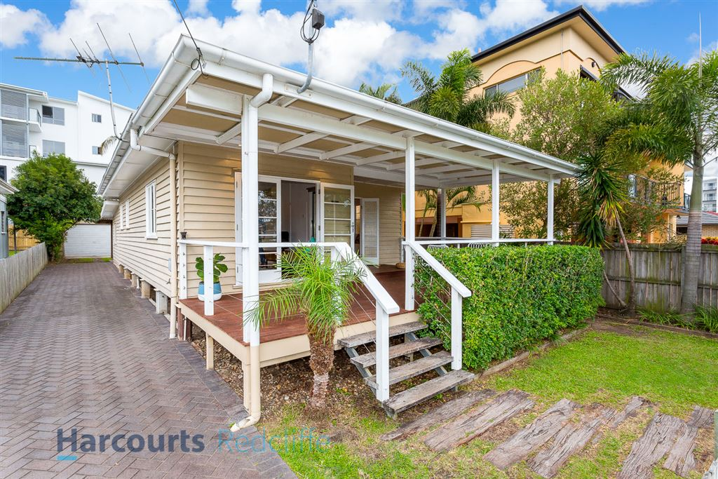 Renovated Beach House - East Of Oxley!!!